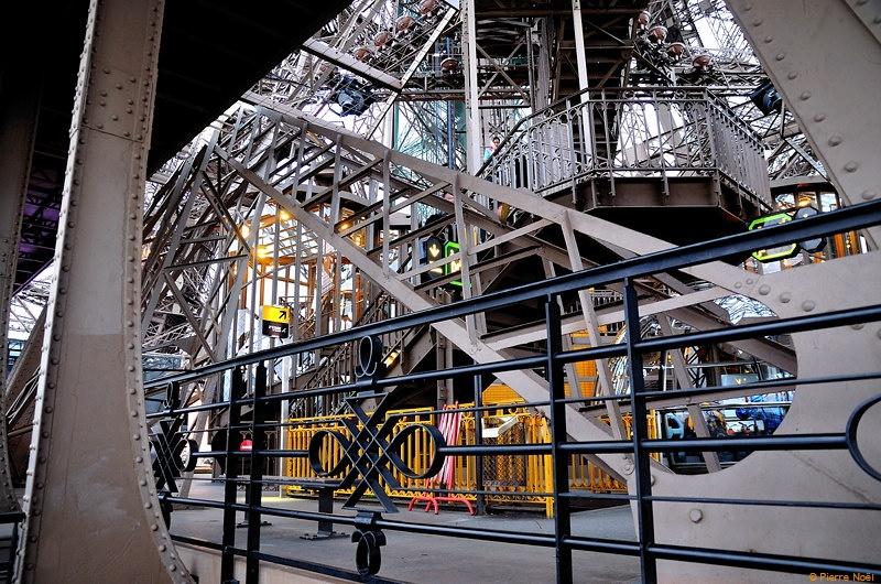 Paris - Tour Eiffel : Etage 2